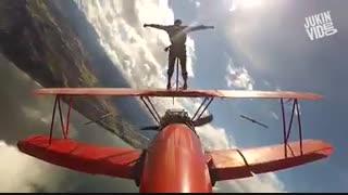 وقتی خلبان هواپیمای ملخی از هیجان پرواز راضی نیست
