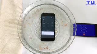 تست مقاومت Xiaomi Mi A1 در برابر نفوذ آب