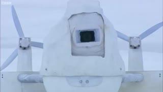 وقتی خرس های قطبی دوربین جاسازی شده تیم مستندساز را کشف میکنند