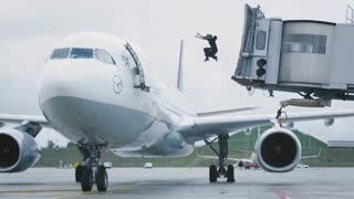 وقتی که عجله داری به پروازت برسی!