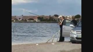 حمله کوسه به ماهیگیر