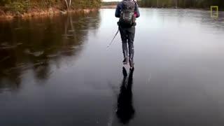 صدای جالب در هنگام اسکی روی یخ نازک