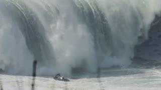 موج سواری در خطرناک ترین موج های جهان در Nazaré