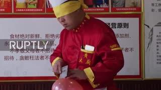 مهارت عجیب آشپز چینی در تکه تکه کردن گوشت