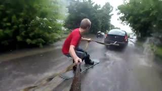 موج سواری در خیابان های آب گرفته