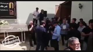 بیرون کردن خبرنگاران صداوسیما در پایان مراسم تشیع ناصر ملک مطیعی