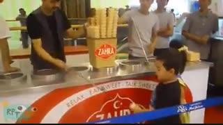 این بچه دیگه تا عمر داره بستنی نمیخره :))
