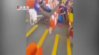 تمیز کردن استادیوم توسط ژاپنیها پس از بازی با کلمبیا