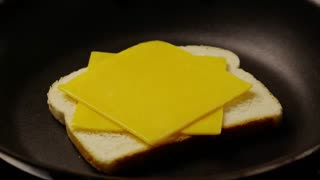 طرز تهیه ساندویچ پنیری کباب شده برای کودکان
