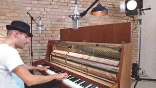 اجرای فوق العاده آهنگ مشهور Despacito با پیانو دیواری - پیتر بنس