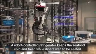 سرو غذا در رستوران با کمک رباتها