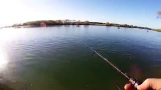 اموزش پرتاب قلاب ماهیگیری با لنسر در دریاچه