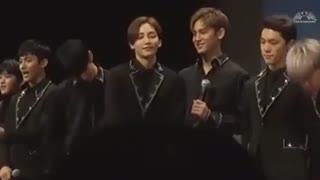 لحضات شگفت انگیز Jeonghan گروه SEVENTEEN در کنسرت