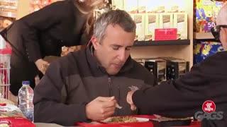 دوربین مخفی خارجی خنده دار خوردن غذای مردم