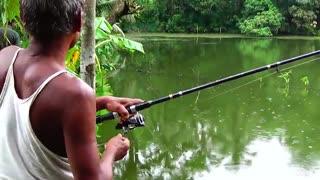 زیباترین فیلم ماهیگیری کپور با قلاب در اب ارام دریاچه