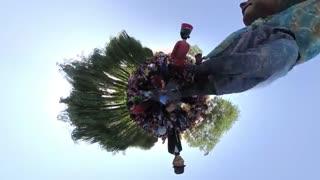 ویدئو 360 درجه : وقتی عروسک ها همه را به رقص در می آورند !