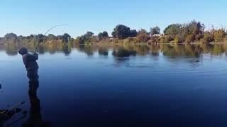 زیباترین فیلم ماهیگیری در دریاچه با لنسر ماهیگیری