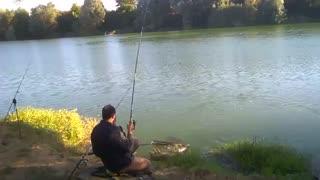 فیلم مستنداعلی درجه روش صید کپور بزرگ با  تجهیزات و تخصص ماهیگیری