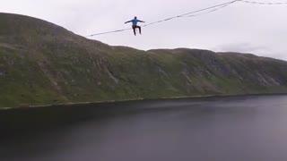 2500 متر راه رفتن  بر روی یک طناب