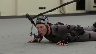 """""""بندیکت کامبربچ"""" در پشت صحنه قسمت دوم سریال """"هابیت"""" برای اجرای تست حرکات بدن و صدا"""