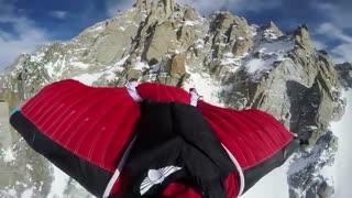 پرواز فوق العاده با وینگ سوت برفراز کوه های آلپ