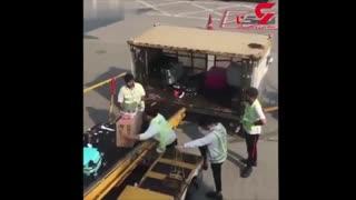 رفتار نامناسب کارمندان فرودگاه در هنگ کنگ با بار مسافران
