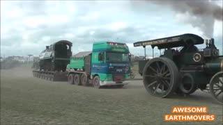 حمل 100 تن(کامیون مدرن به همراه لوکومیتیو) با دو تراکتور بخار آب(steam tractor)