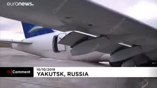 هواپیمای مسافربری روسیه در هنگام فرود از روی باند فرودگاه منحرف شد…