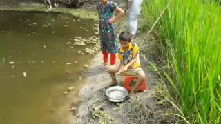 روش خاص ماهیگیری کودک روستایی